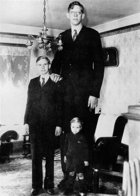 The Tallest Man in History: 18 Amazing Vintage Photographs