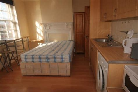 Flat with double bed in middle of the kitchen on the