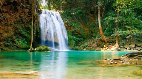 Nature Falls Pool With Turquoise Green Water Rock Coast