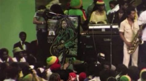 Ziggy Marley dance at Bobs funeral ( Natural Mystic