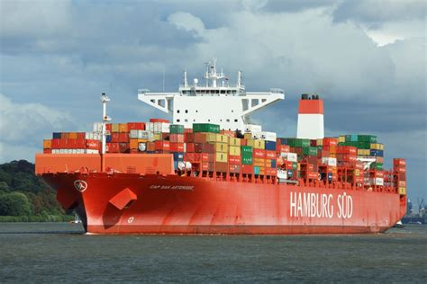 Oetker Group consider selling its container line Hamburg