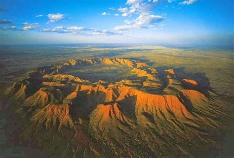 7 Events hole in the world's largest meteor crater | BOOKMARK