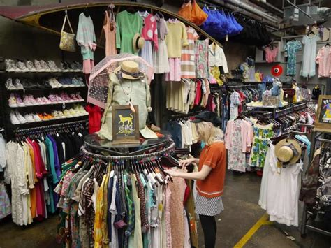 A Recessionista Guide to Buying Vintage Clothing Online